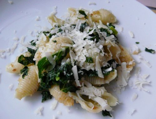 Pasta with garlic, chilli and kale
